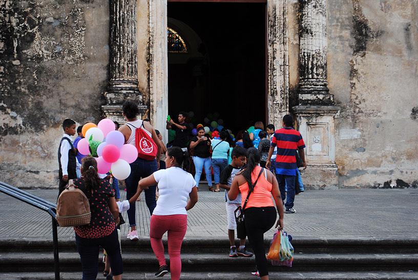 Crowd with balloons, Granada, Nicaragua